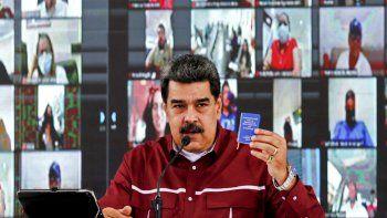 Foto del folleto publicado por la Presidencia venezolana del presidente de Venezuela, Nicolás Maduro, hablando durante una reunión con miembros del Partido Socialista Unido de Venezuela (PSUV) en Caracas, el 17 de septiembre de 2020.