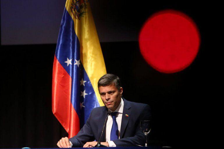 El líder opositor venezolano Leopoldo López pronuncia su primer mensaje tras su salida de Venezuela