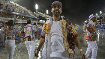 En esta foto del 15 de febrero de 2015, el actor y comediante Paulo Gustavo participa en el desfile de Carnaval en el Sambódromo en Río de Janeiro, Brasil. Gustavo murió de complicaciones de COVID en un hospital en Río el martes 4 de mayo de 2021. Tenía 42 años.