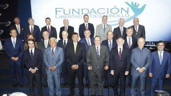 Expresidentes y personalidades participantesen el V Encuentro Ciudadano que organizó al Fundación Libertad y Desarrollo, realizado en Guatemala.