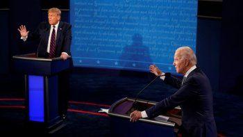 El presidente Donald Trump y el candidato demócrata a la presidencia, Joe Biden, intercambian opiniones durante su primer debate, el martes 29 de septiembre de 2020, en Cleveland, Ohio.