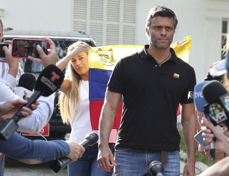 El mundo democrático celebra salida de López de Venezuela