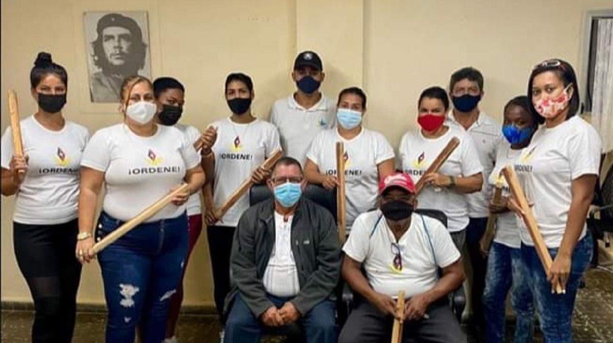 Grupúsculos castristas ensayan con palos para reprimir a manifestantes el 15N