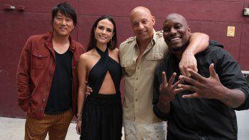 Vin Diesel y el elenco del film sorprendieron a un multitudinario grupo de fans al aparecer en la proyección de la novena entrega de Rápidos y furiosos