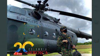 Foto de un helicóptero del Ejército de Colombia publicada en la cuenta de Twitter del cuerpo armado con motivo del Día de la Independencia de esa nación sudamericana.