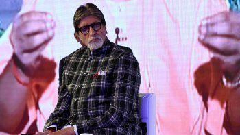 En esta foto de archivo tomada el 27 de agosto de 2019, el actor de Bollywood Amitabh Bachchan participa en un evento de lanzamiento para el esfuerzo de conservación del agua Mission Paani en Mumbai.
