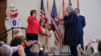 La representante federal por el distrito 27, Donna Shalala,se juramentó este domingo en la Universidad de Miami, institución que dirigió por más de una década.