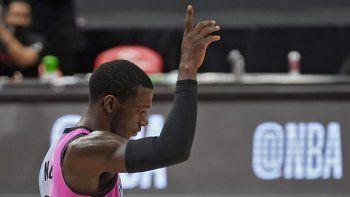 El base del Heat de Miami Kendrick Nunn celebra tras anotar una canasta en el encuentro ante los Raptors de Toronto del miércoles 20 de enero del 2021 en Tampa, Florida.