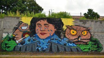 Grafiti en Honduras referente a Berta Cáceres, líder y activista social asesinada a tiros en 2016 tras años de lucha contra megaproyectos que amenazaban con desplazar a pueblos originarios.