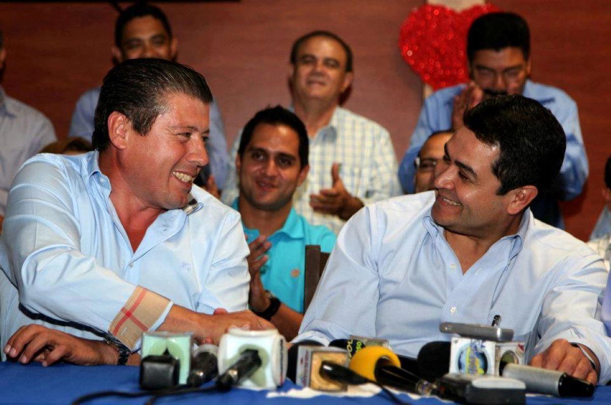 El alcalde del municipio de Talanga, Roosevelt Eduardo Avilez López junto al presidente de Honduras Juan Orlando Hernéndez.