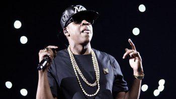 En esta fotografía de archivo tomada el 1 de junio de 2012, el rapero estadounidense Jay-Z actúa durante un concierto como parte de su gira Watch the Throne en Bercy en París.