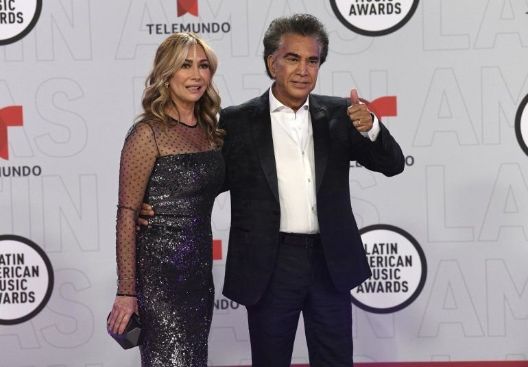 El Puma Jose Luis Rodríguez y su esposa