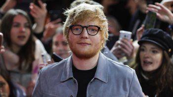 En esta foto del 23 de febrero de 2018, el cantautor Ed Sheeran llega a la función de la película Songwriter en el Festival Internacional de Cine de Berlín.