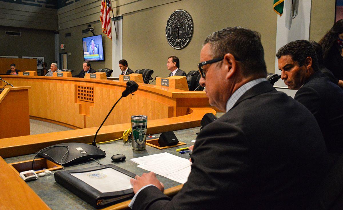 Vista parcial del pleno de la Comisión de Miami.