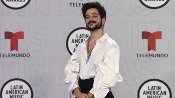 Camilo llega a la ceremonia de los Latin American Music Awards en el BB&T Center, el jueves 15 de abril de 2021 en Sunrise, Florida. Karol G y Camilo recibieron este jueves los primeros premios de la noche.