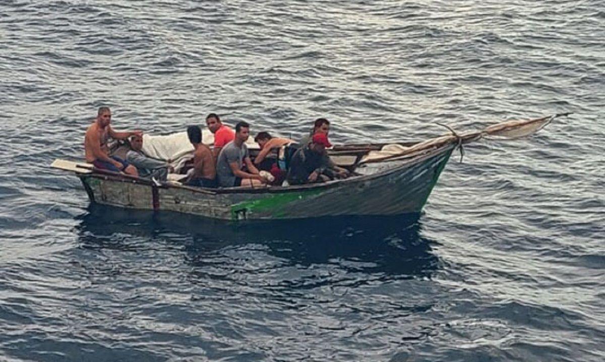 EEUU repatría a otros 22 cubanos interceptados en el mar