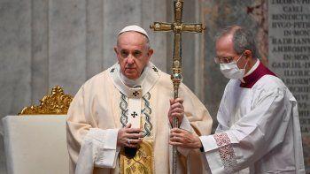 fotografía de archivo del domingo 22 de noviembre de 2020 del papa Francisco mientras oficia misa por la festividad de Cristo Re en la basílica de San Pedro en El Vaticano.