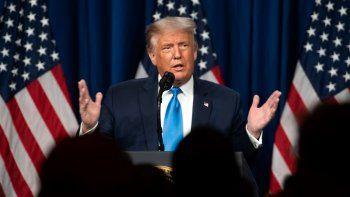 El presidente Donald Trump habla a los delegados durante el primer día de la Convención Nacional Republicana que lo nominó a la candidatura presidencial para la reelección.