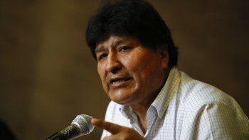 El expresidente boliviano Evo Morales da una conferencia de prensa en Buenos Aires, Argentina, el jueves 22 de octubre de 2020. Aunque la justicia boliviana anuló el lunes 26 de octubre de 2020 una orden de detención contra Morales, actualmente refugiado en Argentina, no se sabe si el político regresará al país para la asunción presidencial de su exministro Luis Arce.