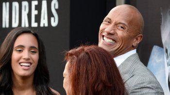 En esta foto de archivo, el actor DwayneLa Roca Johnson asiste al estreno de San Andreasde Warner Bros. Pictures en el Teatro Chino TCL el 26 de mayo de 2015 en Hollywood, California. Forbes nombró a Dwayne como el actor mejor pagado de Hollywood por segundo año consecutivo.