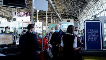 El aeropuerto de Bruselas reabre para viajes dentro de Europa y la zona Schengen, después de un cierre de un mes de duración para detener la propagación de la pandemia COVID-19, causada por el nuevo coronavirus.