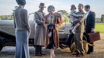 Elizabeth McGovern (izquierda), Harry Hadden-Paton, Laura Carmichael, Hugh Bonneville y Michael Fox en una escena de la película Downton Abbey.