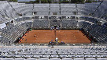 Las gradas vacías de la pista central del Foro Itálico durante el partido entre Novak Djokovic y Salvatore Caruso en el Abierto de Italia, en Roma, el miércoles 16 de septiembre de 2020