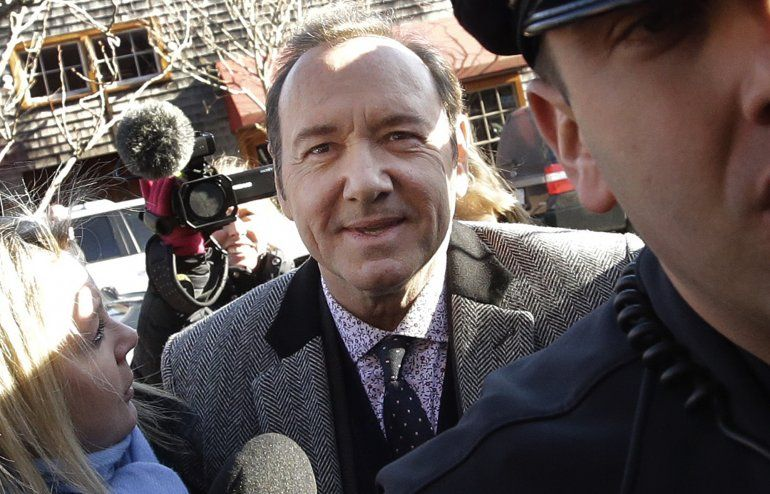 Los abogados de Spacey dicen que el hombre borró mensajes de su celular que apoyarían la declaración de inocencia del actor laureado con dos Oscar .
