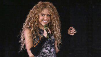 En esta foto del 10 de agosto de 2018, Shakira da un concierto en el Madison Square Garden en Nueva York. Un juez español que investiga un presunto fraude fiscal de Shakira recomendó el jueves 29 de julio de 2021 que el caso vaya a juicio tras concluir que hay evidencia de que la estrella colombiana pudo haber eludido sus obligaciones fiscales con el Estado.