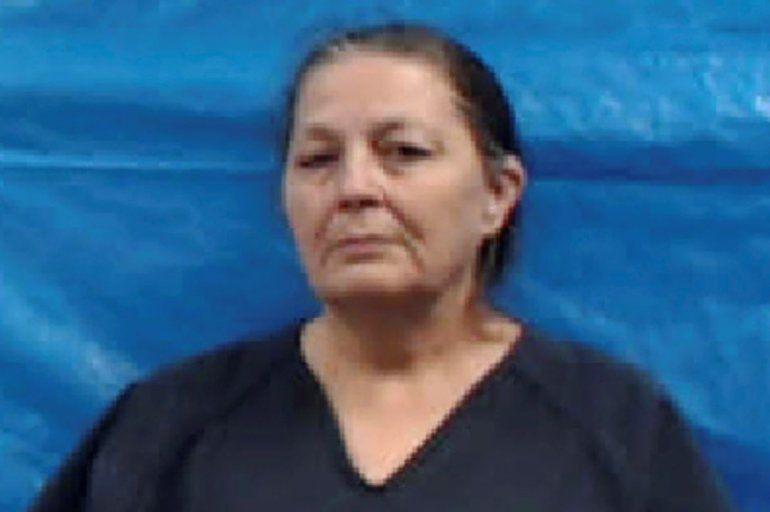 En la fotografía proporcionada por la cárcel del condado Roane se muestra a Shirley Ann Gray