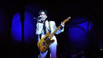 En esta foto de archivo tomada el 11 de octubre de 2009, el cantante estadounidense Prince se presenta en el Grand Palais de París. La herencia de Prince pronto se emitirá en 2021, un registro completo de la legendaria bóveda musical del artista, el primer álbum nunca antes escuchado lanzado desde la muerte del músico hace cinco años.