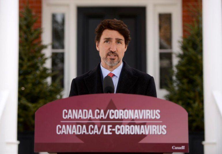 El primer ministro Justin Trudeau se dirige a canadienses sobre la situación de coronavirus desde la residencia Rideau Cottage en Ottawa