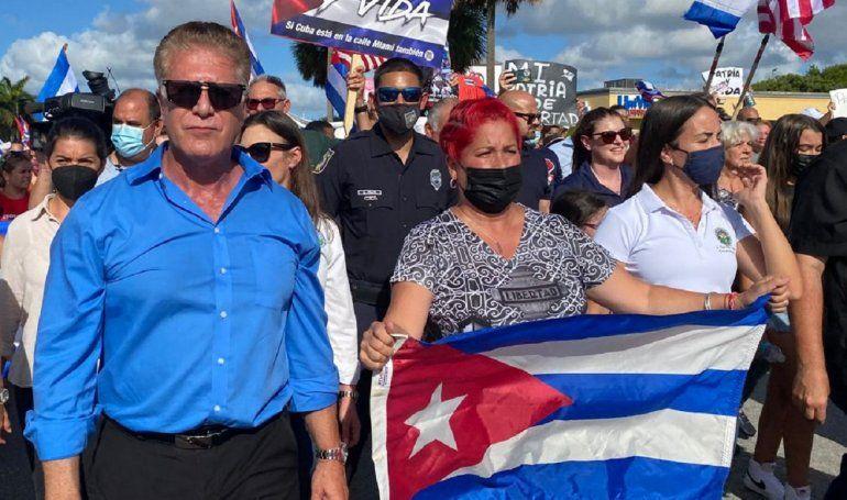 Tras una convocatoria del alcalde de Hialeah Carlos Hernández un mar de pueblo se congregó en, tal vez, la más cubana de las ciudades de EEUU