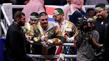 Andy Ruíz Jr.reacciona después de perder por puntos ante el británico Anthony Joshua por el Campeonato Mundial de Peso Pesado en el Diriyah Arena, Riyadh, Arabia Saudita, la madrugada del domingo 8 de diciembre de 2019