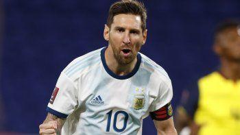 Lionel Messi celebra un gol de penal que convirtió el 8 de octubre de 2020 para darle la victoria 1-0 a Argentina sobre Ecuador en el inicio de las eliminatorias