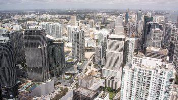 El mercado inmobiliario de Miami está recibiendo un influjo importante de compradores de altos ingresos de otros estados que tienen altas cargas impositivas.