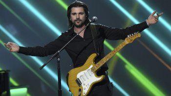 En esta foto del 13 de noviembre del 2019, Juanes canta en la ceremonia en su honor como Persona del Año de la Academia Latina de la Grabación en Las Vegas.