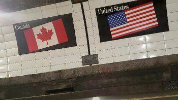 En esta imagen cortesía del Ayuntamiento de Windsor, Ontario, Canadá, se muestra la línea fronteriza entre Canadá y EEUU, el 4 de junio de 2021, dentro del túnel Windsor-Detroit.