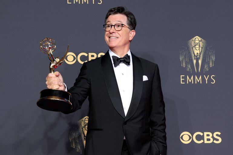 Stephen Colbert, ganador del premio Outstanding Variety Special (Live) por
