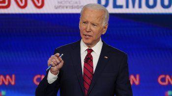 En esta imagen del 15 de marzo de 2020, el ex vicepresidente de Estados Unidos Joe Biden durante un debate de las primarias por la candidatura demócrata a la presidencia con el senador independiente de Vermont Bernie Sanders, organizado en los CNN Studios en Washington.