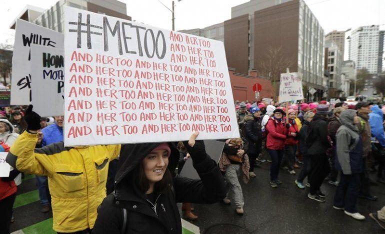 {altText(<p> En esta fotografía de archivo del sábado 20 de enero de 2018, una manifestante lleva un cartel con el hashtag de Twitter #MeToo utilizado porpersonasque se pronuncian contra el acoso sexual mientras participa en una marcha de <strong>mujeres</strong> en Seattle, en el aniversario de la toma de posesión del presidente Donald Trump.</p>,Grupo de mujeres crea nueva ola de #MeToo en Dinamarca)}