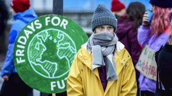 La defensora del clima Greta Thunberg participa en una manifestación convocada por la organización Fridays For Future afuera del Parlamento sueco, en Estocolmo, el viernes 20 de diciembre de 2019.