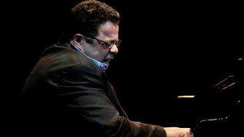 En esta fotografía de archivo del 15 de diciembre de 2011, el pianista y compositor Arturo OFarrill en la ceremonia de inaugura del Festival Internacional de Jazz de Cuba en La Habana, Cuba.