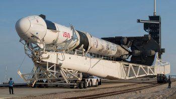En esta foto del 16 de abril del 2021 proveída por la NASA se ve el cohete Falcon 9 de SpaceX en el Centro Espacial Kennedy, en Cabo Cañaveral, Florida, Estados Unidos.