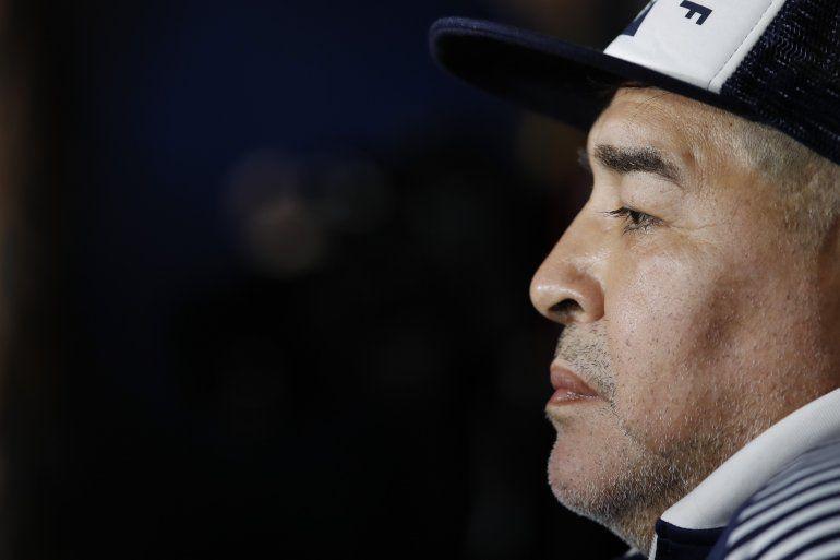 El técnico de Gimnasia y Esgrima Diego Maradona previo a un partido contra Boca Juniors por la liga argentina
