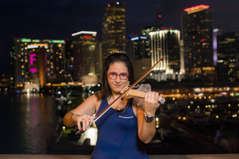 La violinista Daniela Padrón, quien actualmente reside en Miami.