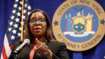 En esta foto del 6 de agosto del 2020, la fiscal general del estado de Nueva York, Letitia James, escucha una pregunta en una conferencia de prensa en la ciudad de Nueva York.