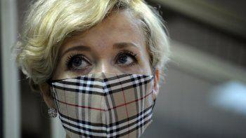 Anastasia Shevchenko, usando una mascarilla para prevenir el contagio de coronavirus, asiste a una audiencia judicial en Rostov del Don, Rusia, el jueves 18 de febrero de 2021.