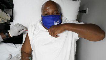 El lunes 17 de agosto de 2020,Larry Brown fue sometido a exámenes médicos en un hospital en Carmel, Indiana.Tras 80 días luchando contra el COVID-19, su regreso a la vida está lleno de incertidumbre.
