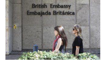 Vista del exterior de la Embajada Británica en Buenos Aires. El Gobierno argentino convocó el jueves al embajador británico, John Freeman, para exigirle explicaciones por supuestas acciones de espionaje contra el país relacionadas con la disputa sobre